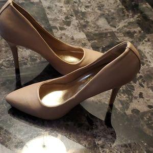Sz 6 light tan heels